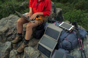 Trekkingrucksack mit Ladefunktion und Solarbatterie